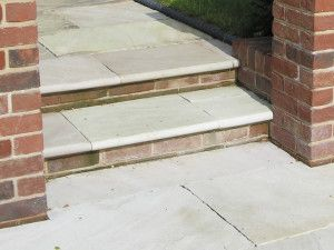 Global Stone - Sandstone Bullnose Flags - Mint - 560 x 422mm