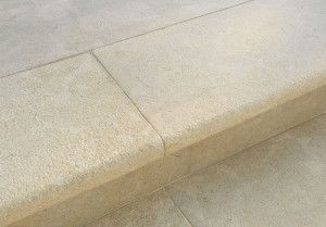Stonemarket - Namera Limestone Paving - Tala Sand - Step Tread