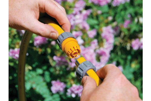 Hozelock 2100 Hose Repair Connector 12.5 - 15mm (1/2 - 5/8in)