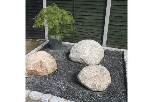 Black Granite Chippings - 6 to 10mm