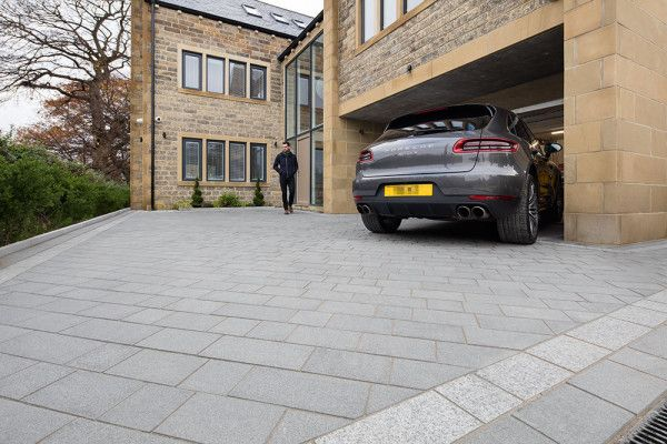 Granite setts driveway done mostly in the dark colour with Light accents