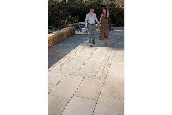 Marshalls - Fairstone Sawn Versuro Linear Garden Paving - Caramel Cream - 845 x 140mm