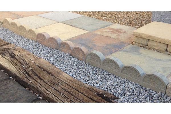 Stonemarket - Yorkstone Scalloped Edging - York Buff - 600 x 150 x 45mm - Individual