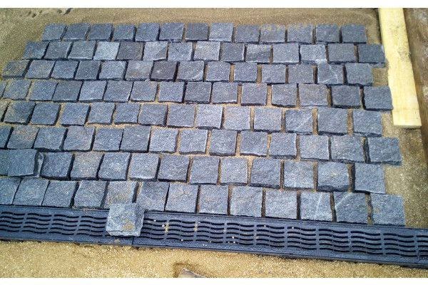 Strata Stones - Granite Setts - Black - 100 x 100mm