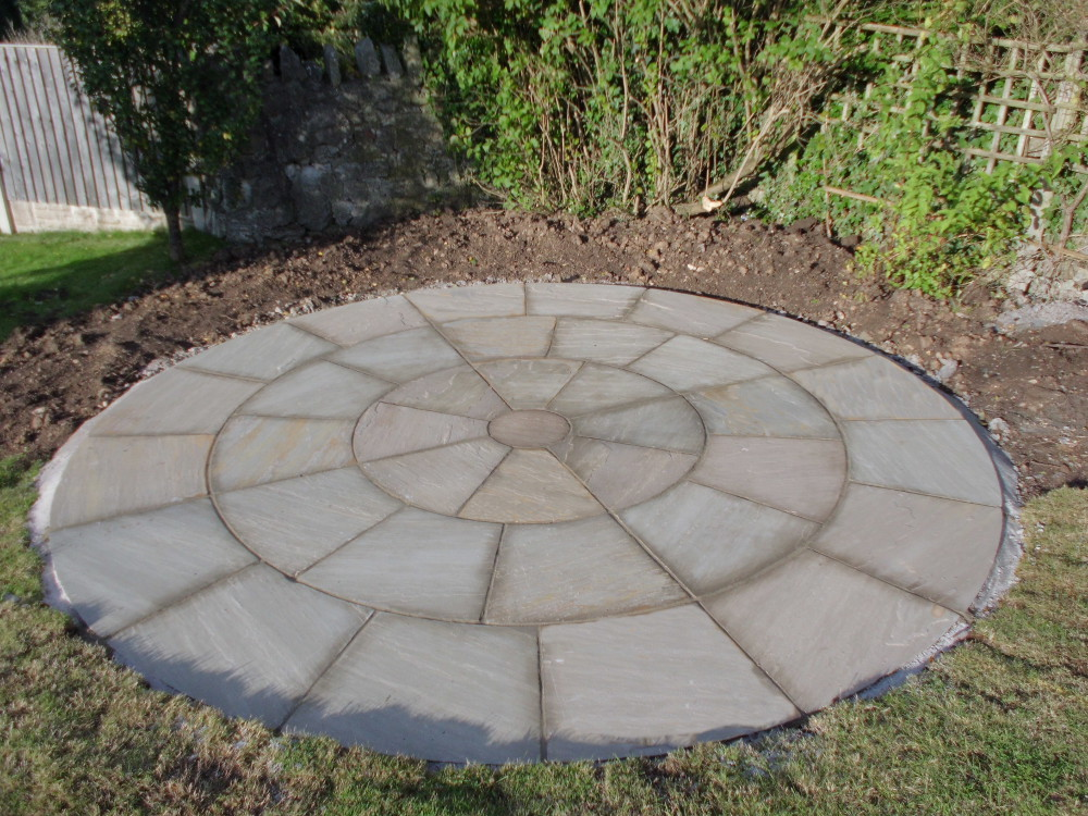 Raj green circles indian sandstone paving for Green pavers