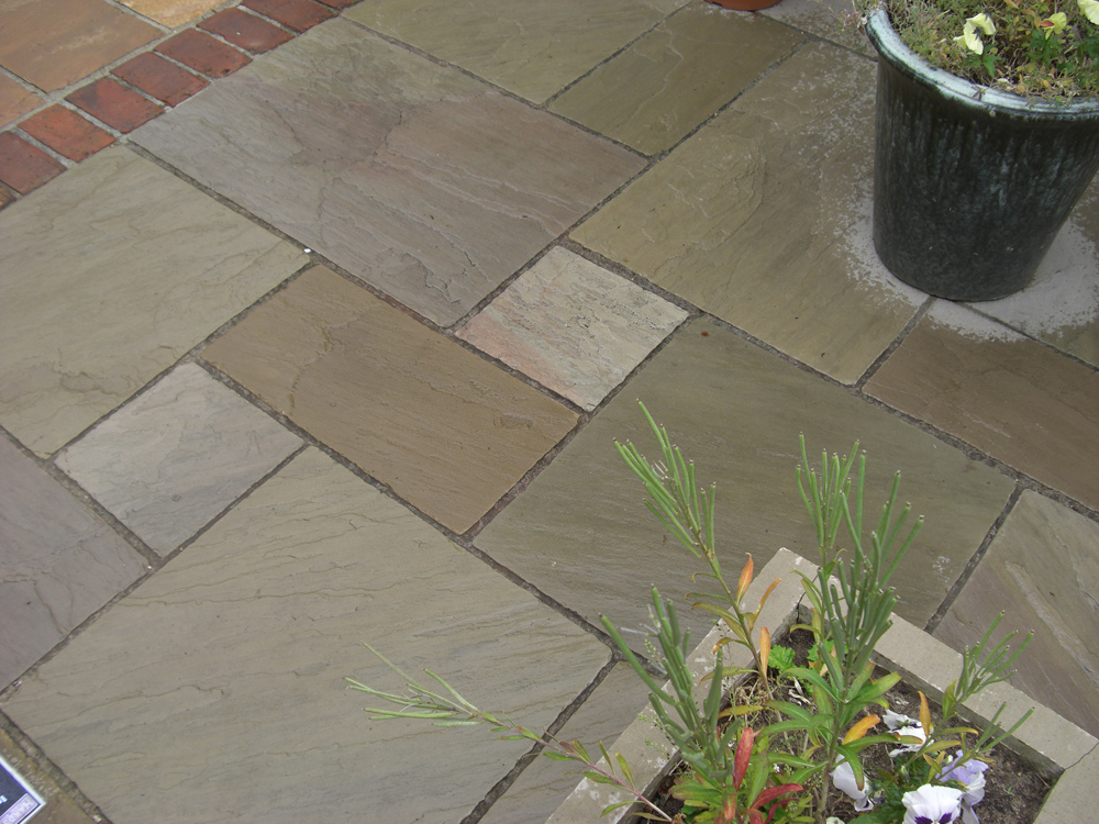 Tumbled raj green paving split patio pack indian stone for Green pavers